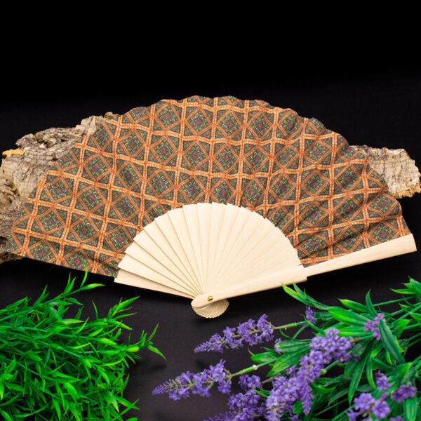 Veganer Handfächer «Azulejos» aus Kork von MB Cork. Dein nachhaltiger Handventilator für unterwegs! Nachhaltige Mode online in der Schweiz.